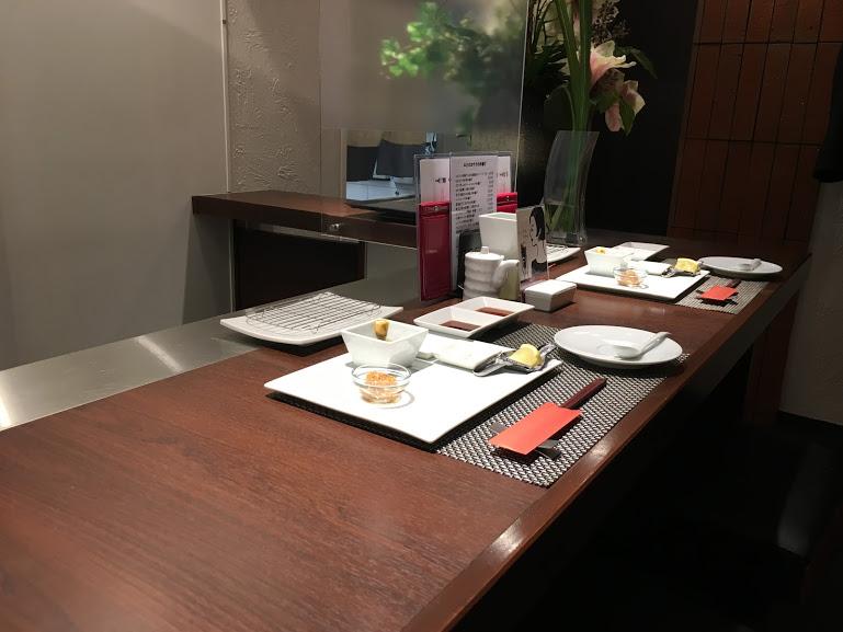 秋田市串揚げ串の実のカウンター席